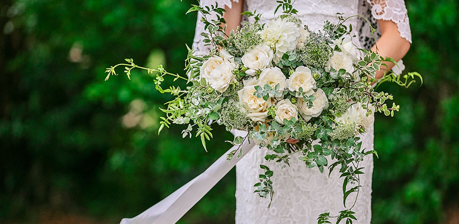 Mondo Floral Designs white wedding bouquet