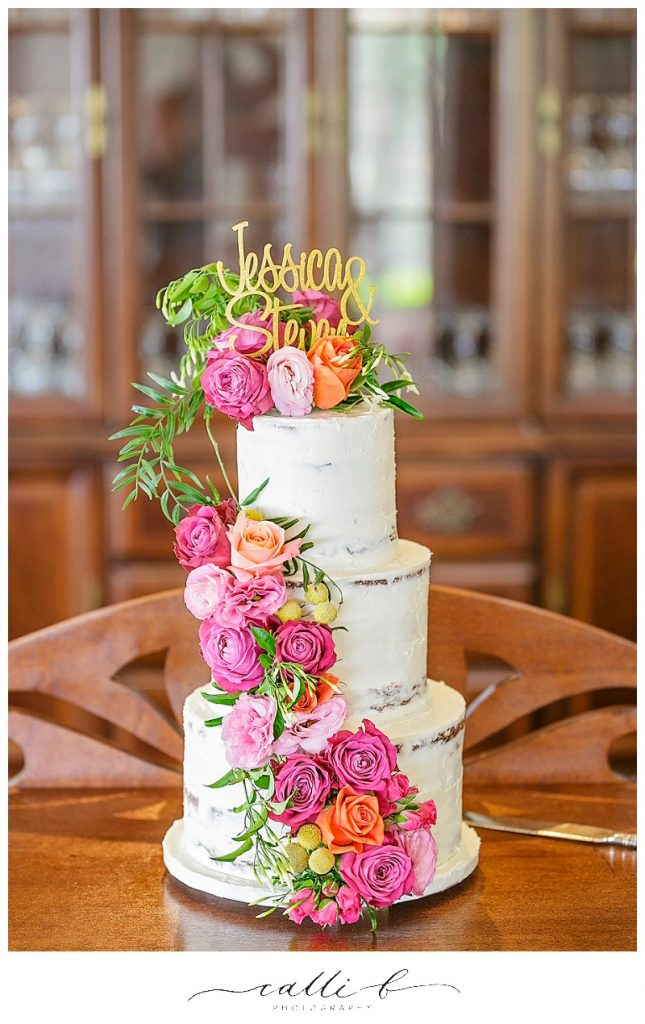 Bright cake flowers featuring roses and lisianthus
