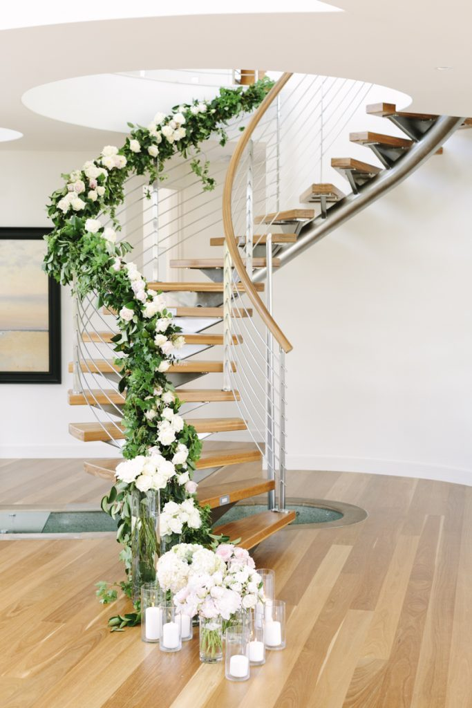 Staircase garland and flowers