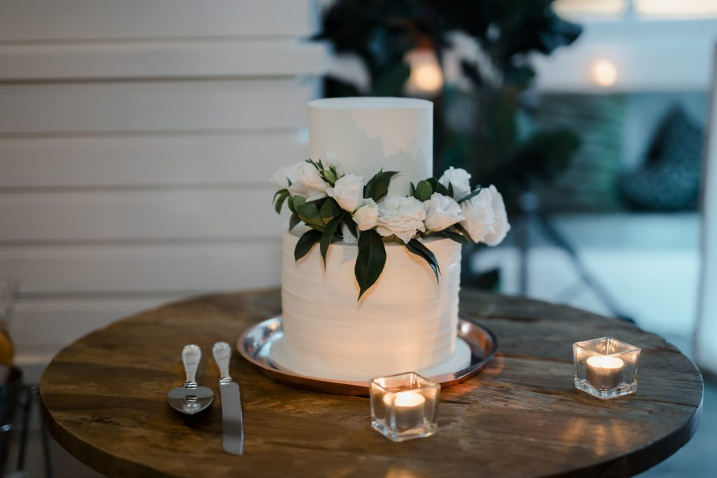 White wedding flowers featuring roses