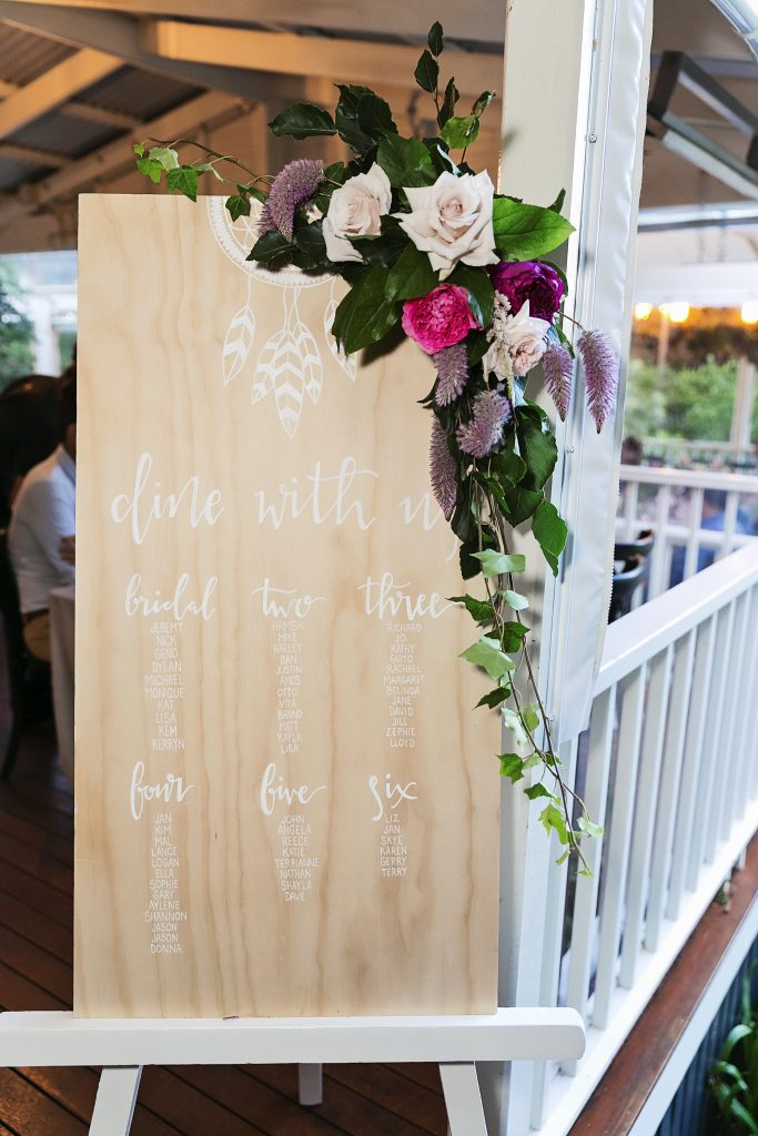 Seating board floral design with roses