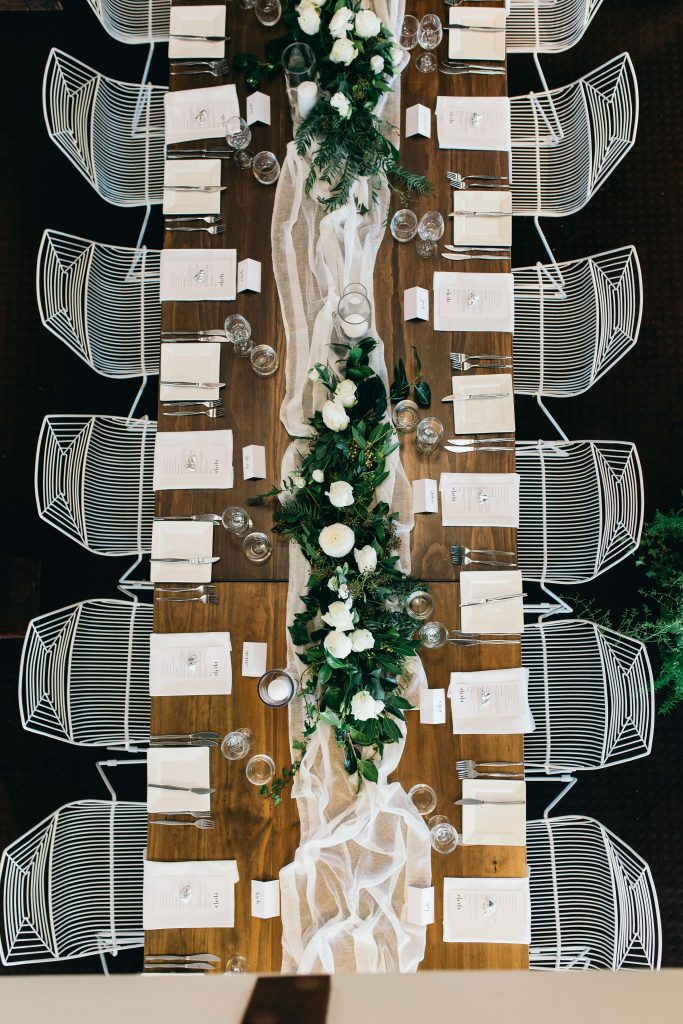Lush table garlands with white flowers