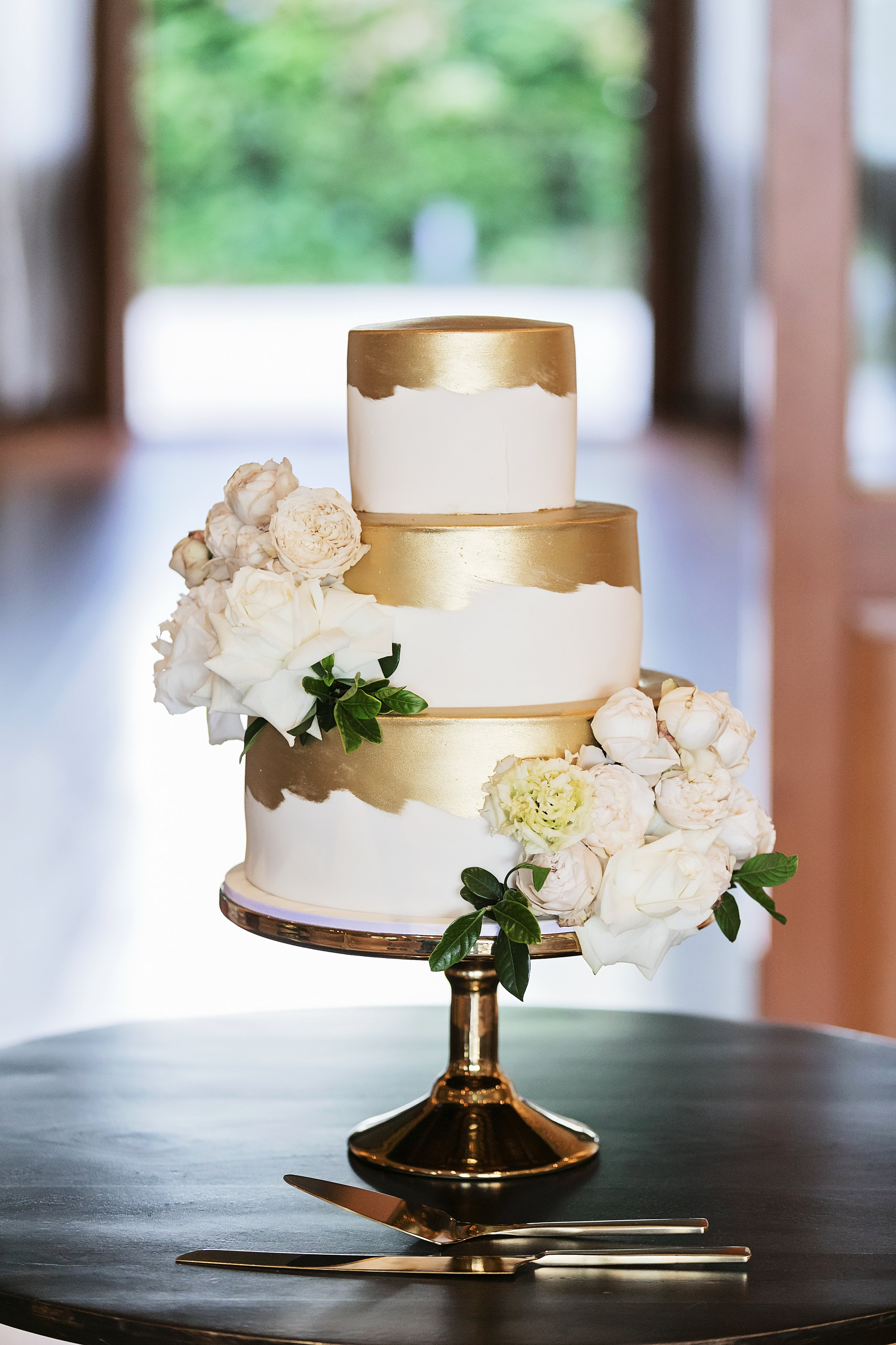 Wedding cake flowers featuring roses