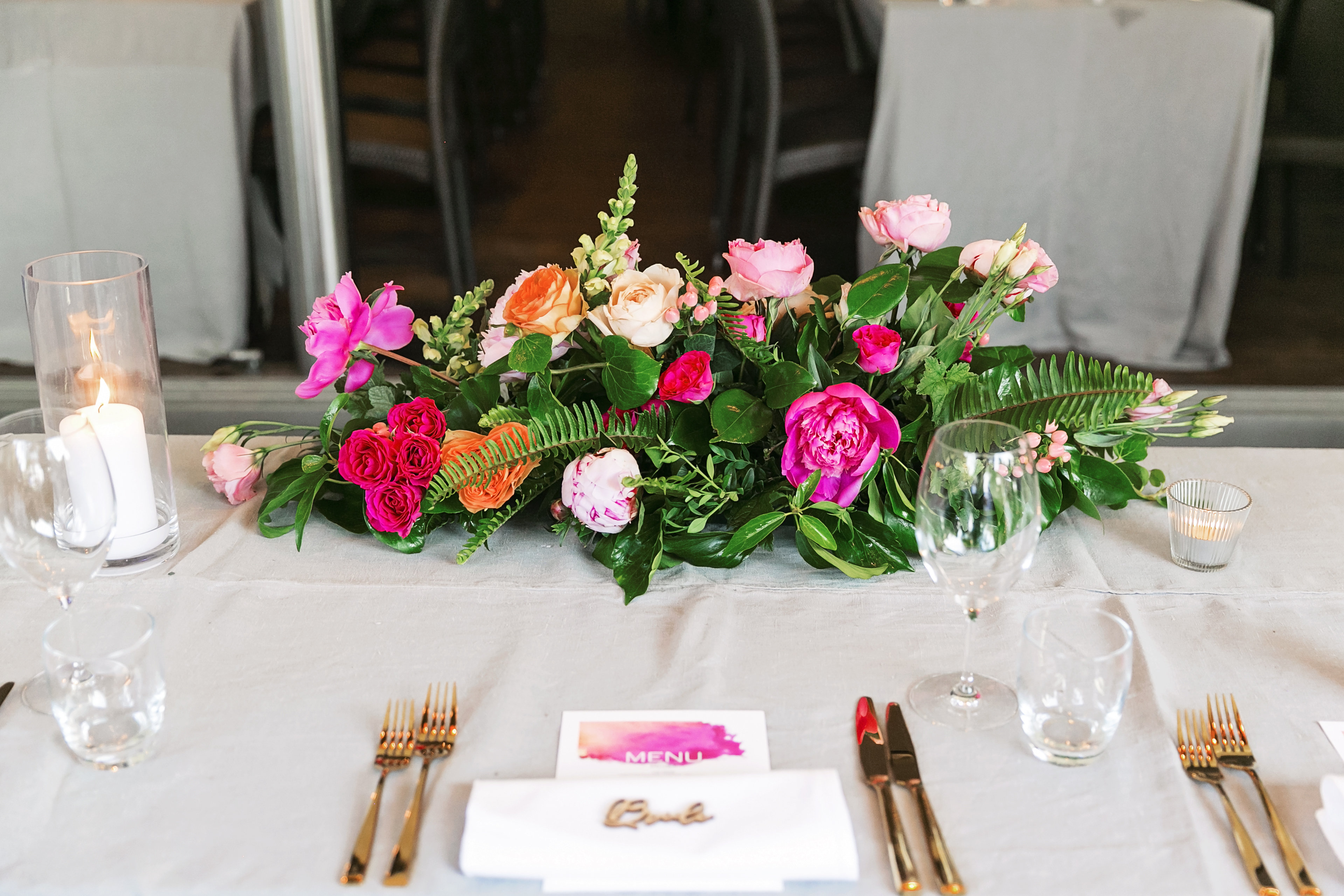 Noosa wedding featuring mordern bright floral table arrangments.