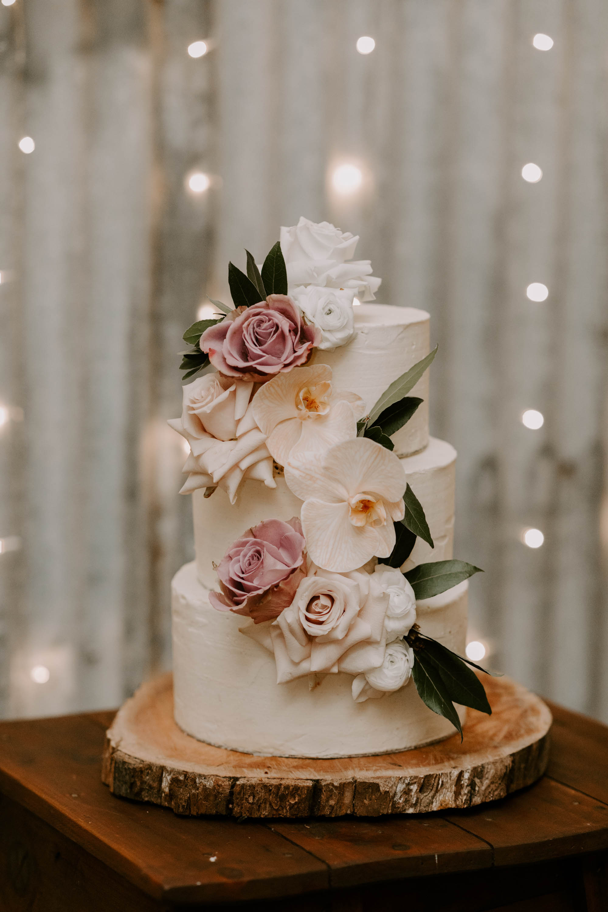 Modern wedding cake flowers