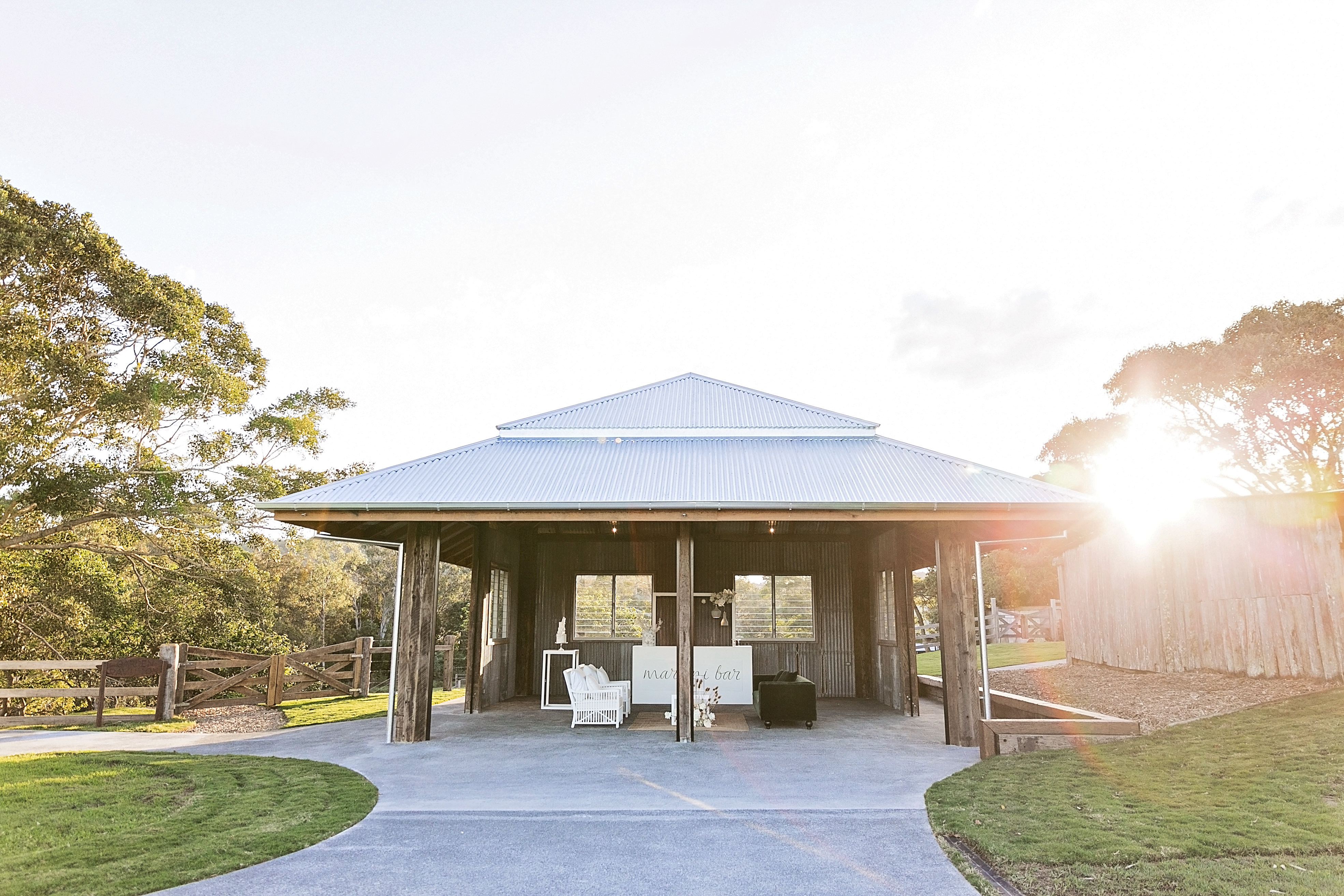 Contemporary chic glam stying with modern wedding blooms at Yandina Station