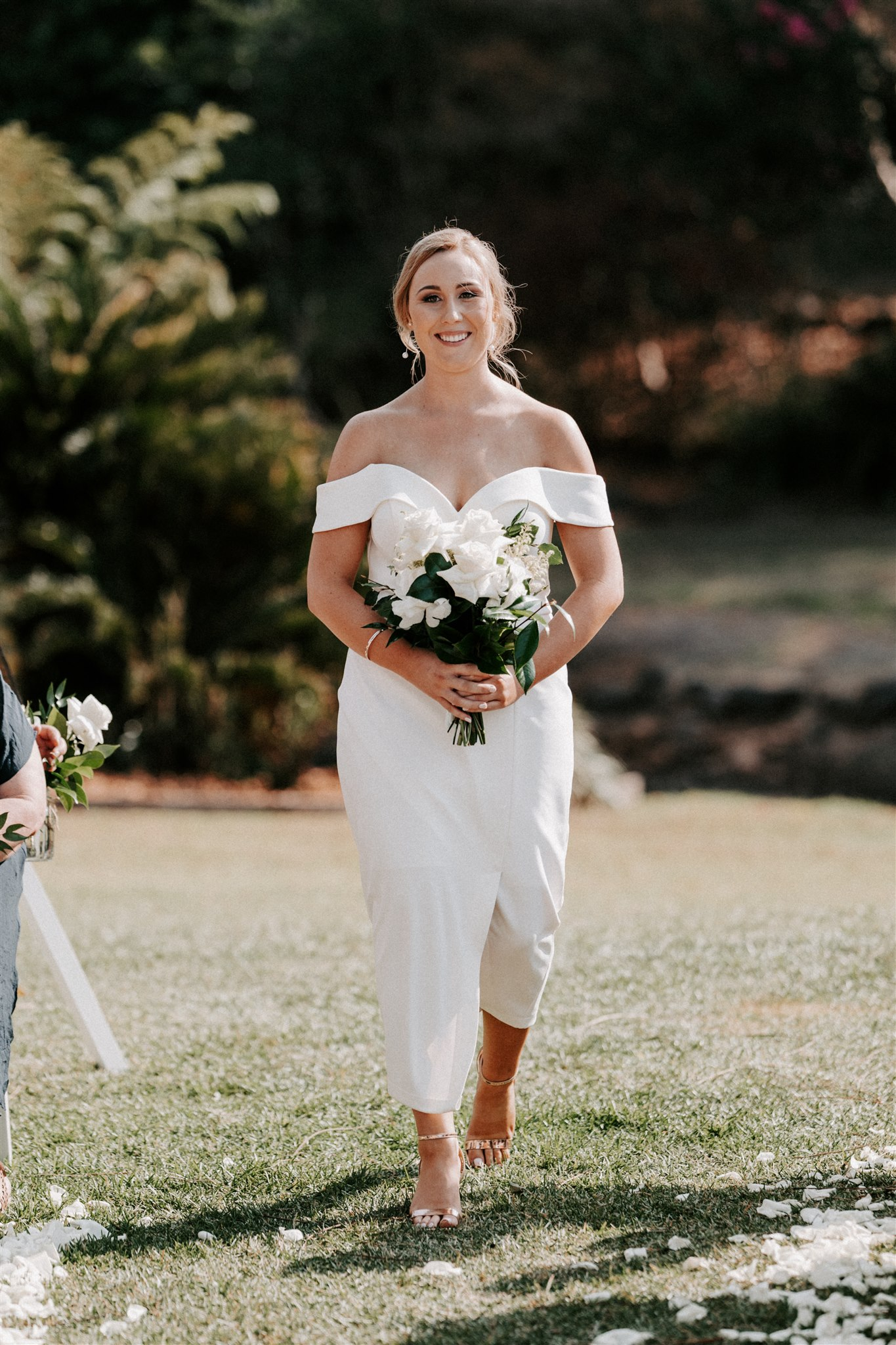 Bridesmaid bouquet in white and green tones