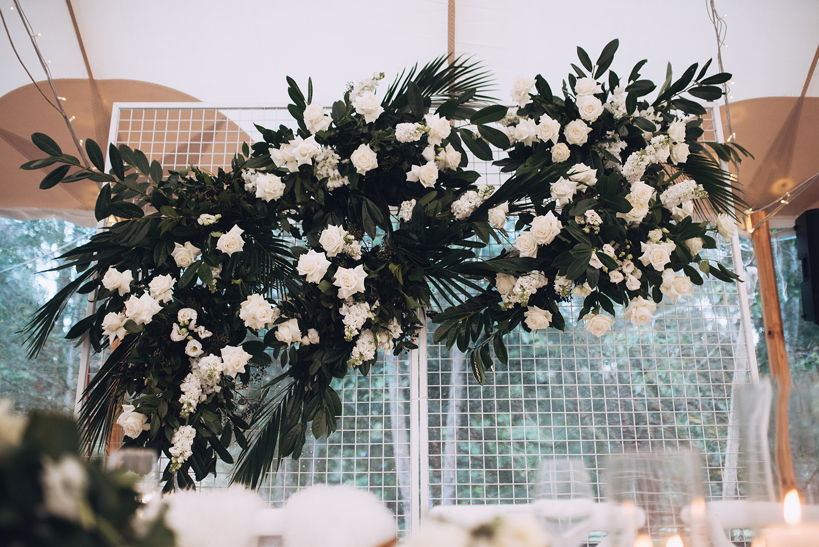 Reception wire cage with floral feature
