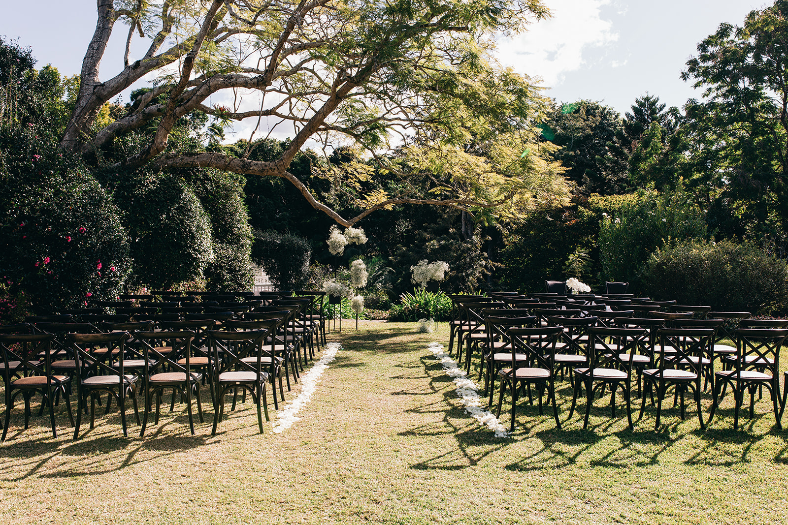 Lauren And Tom Spicers Clovelly Estate Modern Contemporary Floral Style At Spicers Clovelly Estate