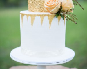 Cake by Cake Designs with pops of florals