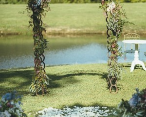 Barnyard Horse shoe arch with floral feature