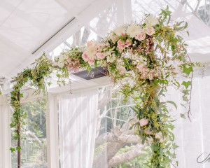 Delicate canopy garland Image by Studio Impressions