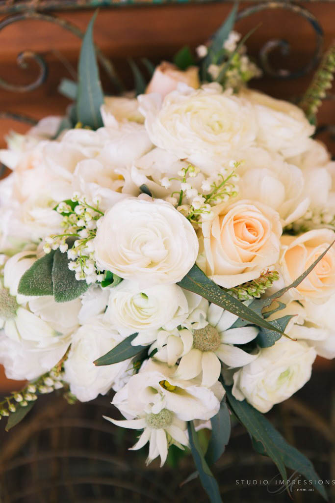Wedding bouquet feauturing roses and ranunculus