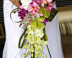 Wired trailing design of orchids, antheriums, frangipanis and tropical foliages - Image by Calli B Photography