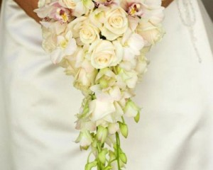 Wired cascading trailing design of cymbidium orchids, Singapore orchids and roses - Image by Calli B Photography