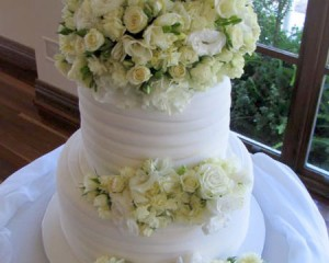 Cake top and lower tier designs of roses, lisianthas and early cheers